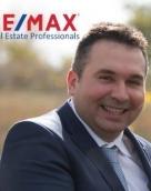 associate Panagiotis Ntampos